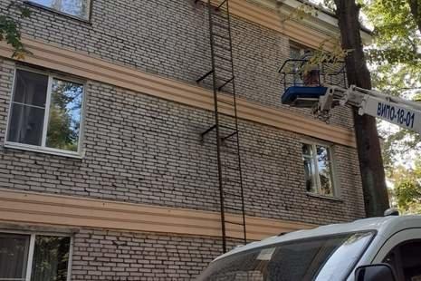 В Пушкине по улице Глинки ЖКС №1 завершил ремонт фасада дома 11 , фото-1